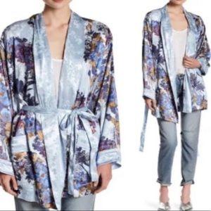 Free people intimately blue floral slk kimono robe